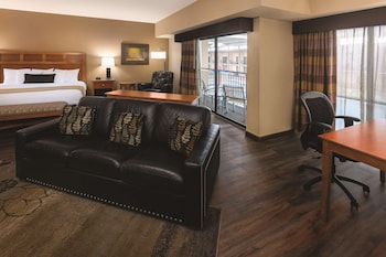 Suite, 1 King Bed with Sofa bed, Fireplace, Pool View