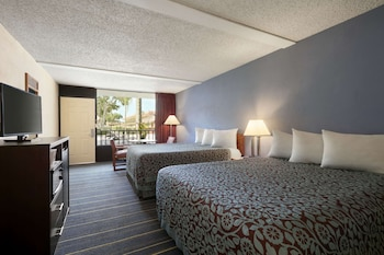 Room, 2 Queen Beds, Non Smoking (Pool Side)