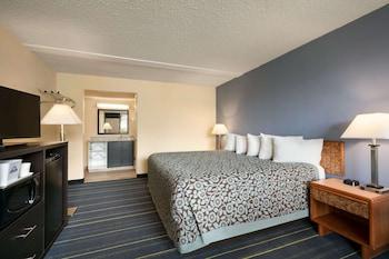 Standard Room, 1 King Bed, Pool View