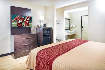 Deluxe Room, 1 King Bed, Accessible, Smoke Free