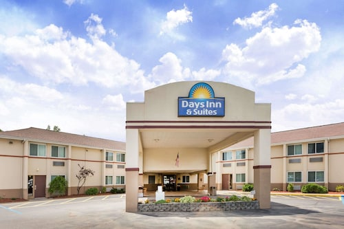 Days Inn & Suites by Wyndham Bridgeport - Clarksburg, Harrison