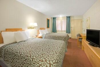 Standard Room, 2 Queen Beds, Accessible