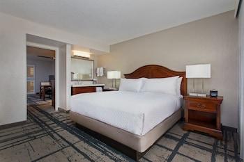 Guestroom at Embassy Suites by Hilton Orlando International Dr Conv Ctr in Orlando