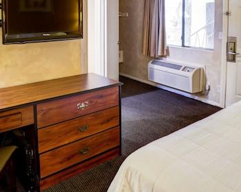 卡爾弗城羅德威飯店