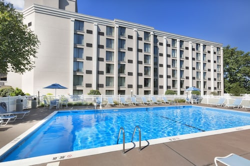 . DoubleTree by Hilton Hotel Pittsburgh - Meadow Lands
