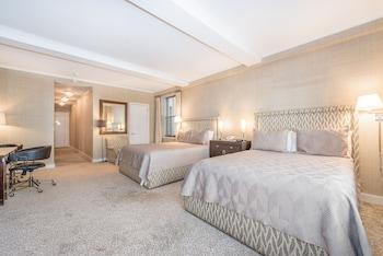 Studio with 2 Queen Beds