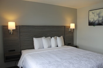 Premium Suite, 1 King Bed with Sofa bed, Kitchenette (Upgraded Bedding & Snack, Smoke Free)