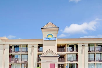 Days Inn by Wyndham Hampton Near Coliseum Convention Center