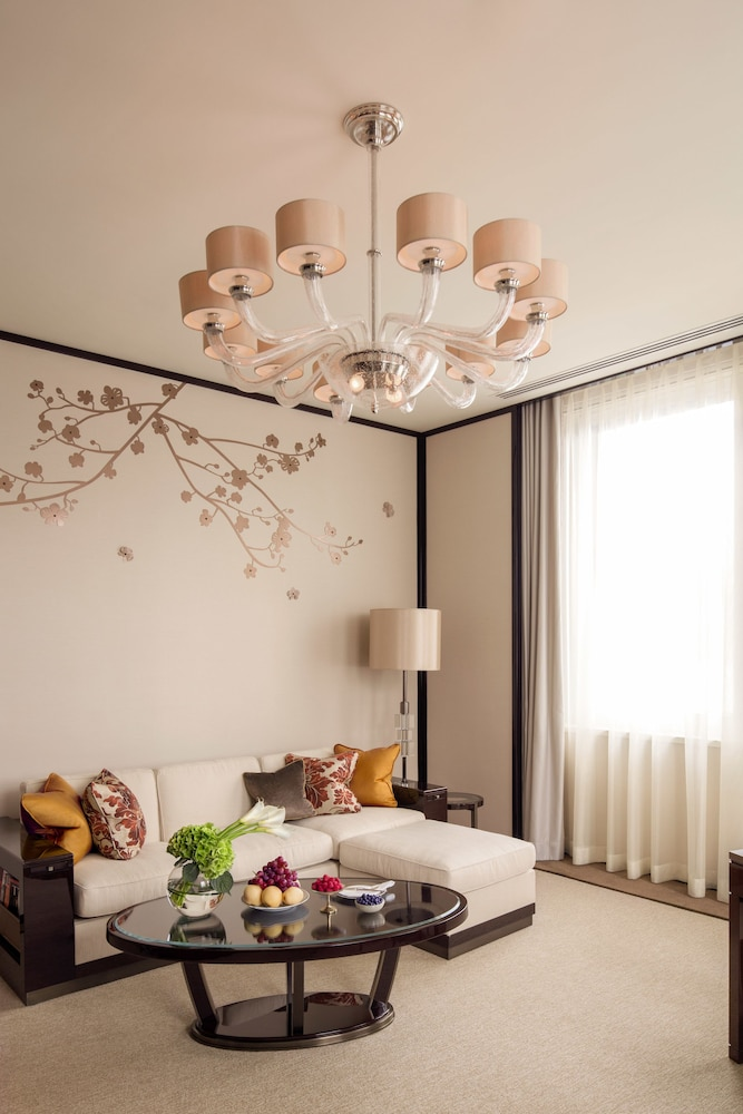 https://i.travelapi.com/hotels/1000000/10000/7100/7056/0959ac1b_z.jpg