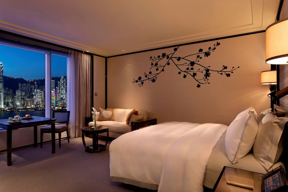 https://i.travelapi.com/hotels/1000000/10000/7100/7056/143f9ddf_z.jpg