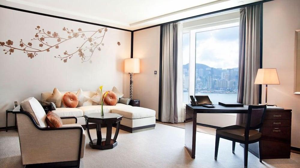 https://i.travelapi.com/hotels/1000000/10000/7100/7056/50eea6e3_z.jpg