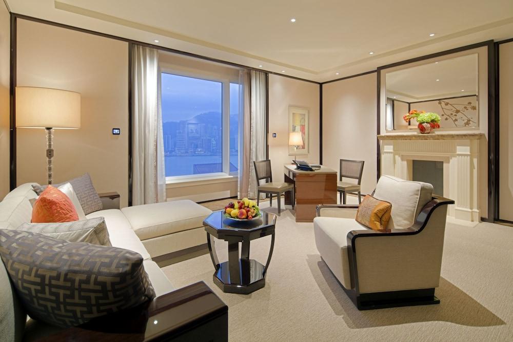 https://i.travelapi.com/hotels/1000000/10000/7100/7056/698852e3_z.jpg