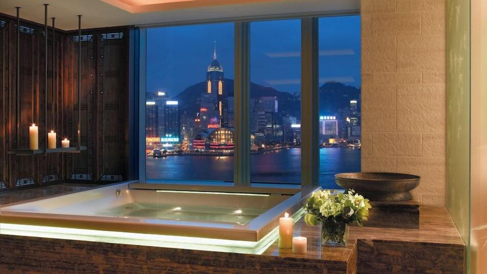 https://i.travelapi.com/hotels/1000000/10000/7100/7056/829871ad_z.jpg