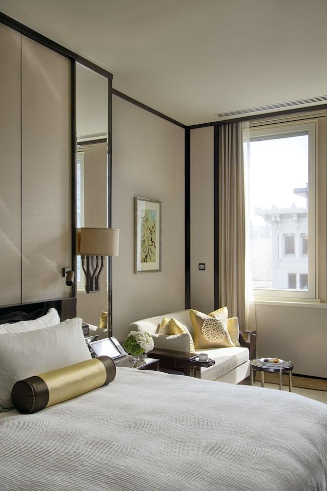https://i.travelapi.com/hotels/1000000/10000/7100/7056/a8f3e2af_z.jpg