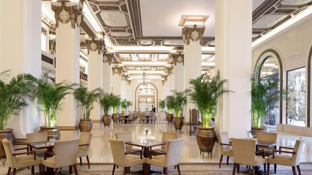 https://i.travelapi.com/hotels/1000000/10000/7100/7056/b335bcad_z.jpg