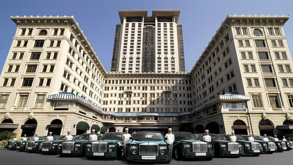 https://i.travelapi.com/hotels/1000000/10000/7100/7056/ec1e8964_z.jpg