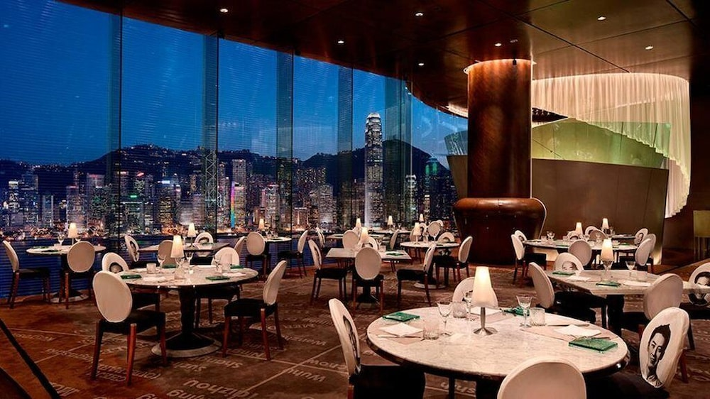 https://i.travelapi.com/hotels/1000000/10000/7100/7056/f1133cc7_z.jpg