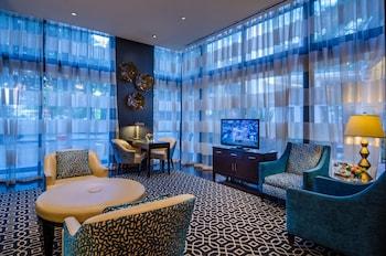 Lobby Sitting Area at Beacon Hotel & Corporate Quarters in Washington
