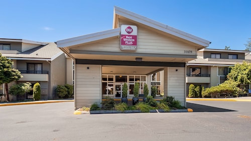 . Best Western Plus Oak Harbor Hotel & Conference Center