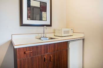 Days Inn by Wyndham Seattle Aurora - In-Room Amenity  - #0