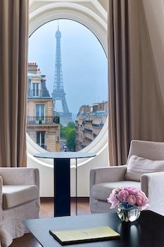 Suite, 1 King Bed (Eiffel)