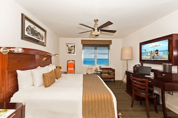 Standard Room, 1 King Bed, Oceanfront View