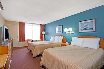 Guestroom at Super 8 by Wyndham Norfolk/Chesapeake Bay in Norfolk