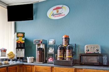 Breakfast Area at Super 8 by Wyndham Norfolk/Chesapeake Bay in Norfolk