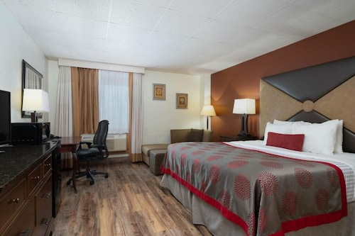 . Ramada by Wyndham Albert Lea