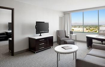 Guestroom at Hilton Woodland Hills / Los Angeles in Woodland Hills