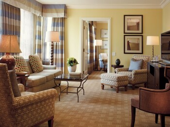 Suite (Wilshire)