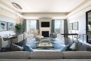 Suite, 1 King Bed (Ambassador)