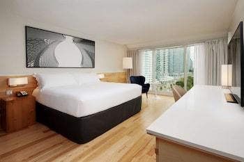 Premium Room, 1 King Bed, Non Smoking, Lake View