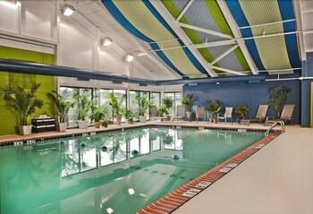 Holiday Inn Alexandria at Carl..