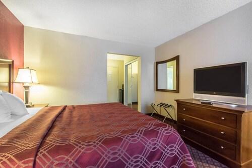 Econo Lodge Inn & Suites, Newton