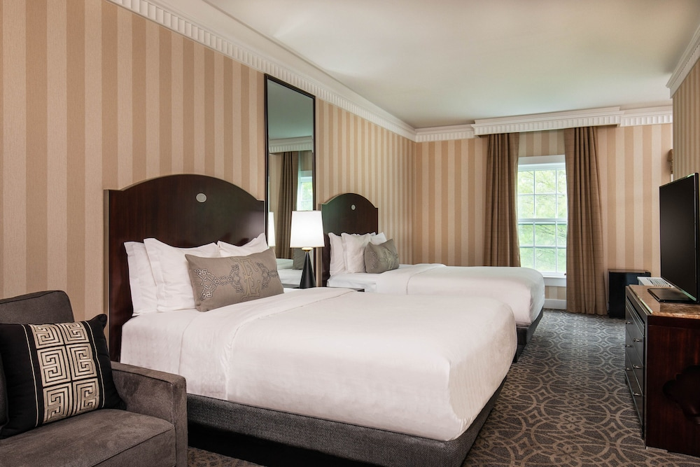 https://i.travelapi.com/hotels/1000000/10000/7400/7396/386fb64e_z.jpg