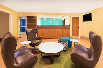 Lobby Lounge at Baymont by Wyndham Savannah Midtown in Savannah