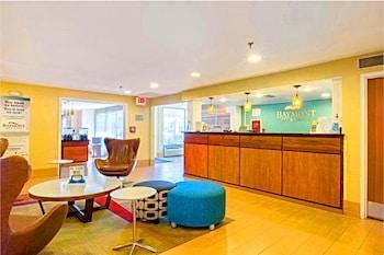 Lobby Sitting Area at Baymont by Wyndham Savannah Midtown in Savannah