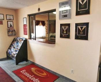 Econo Lodge Lansing - Leavenworth - Reception  - #0