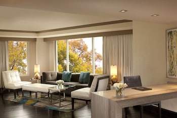 Suite, 1 King Bed (1 Bedroom)