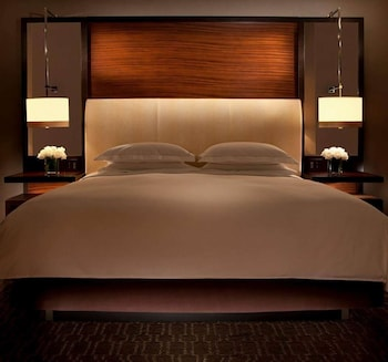 Standard Room, 1 King Bed, Accessible (Hearing)