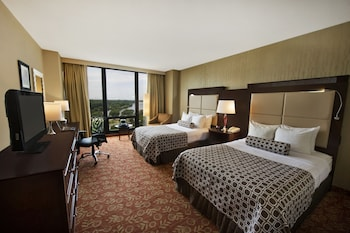 Guestroom at Crowne Plaza Philadelphia Cherry Hill in Cherry Hill