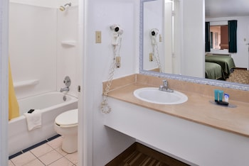 Americas Best Value Inn Clute/Lake Jackson - Bathroom  - #0