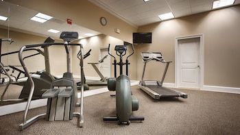 Fitness Facility at Old Colony Inn Alexandria in Alexandria