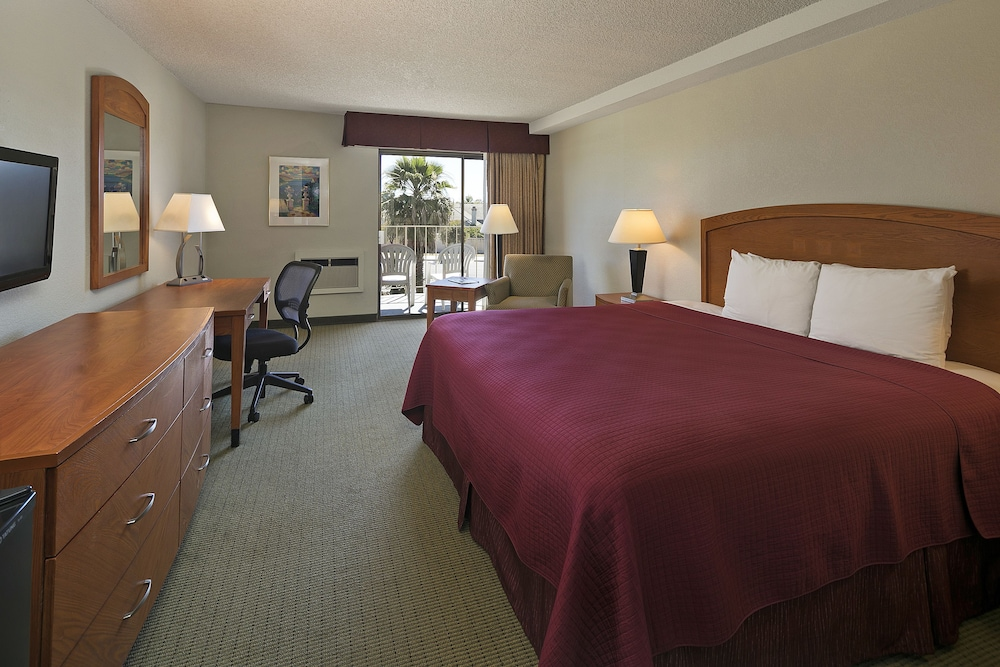 Traditional Room, 2 Queen Beds, Accessible (Walk-in Shower)