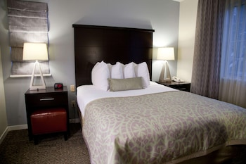 Suite, 1 Queen Bed, Accessible (Mobility Tub One Bedroom)