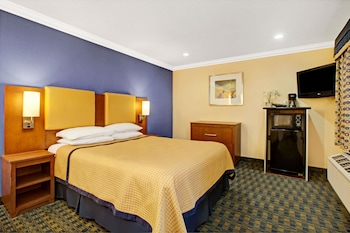 Room, 1 Queen Bed, Accessible, Non Smoking (Mobility/Hearing Impaired)