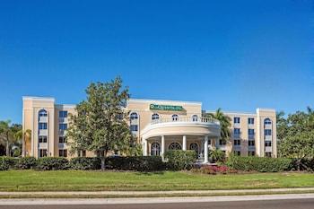 薩拉索塔市中心溫德姆拉昆塔套房飯店 La Quinta Inn & Suites by Wyndham Sarasota Downtown