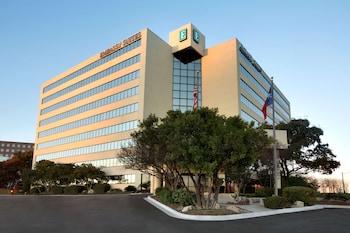 聖安東尼奧機場希爾頓大使套房飯店 Embassy Suites by Hilton San Antonio Airport
