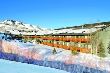 Hotel - Prospector Accommodations by All Seasons Resort Lodging